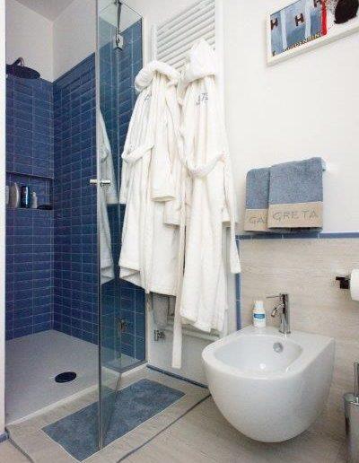 Chelli - Progetti Realizzati - Bagno pavimento e rivestimento ceramica
