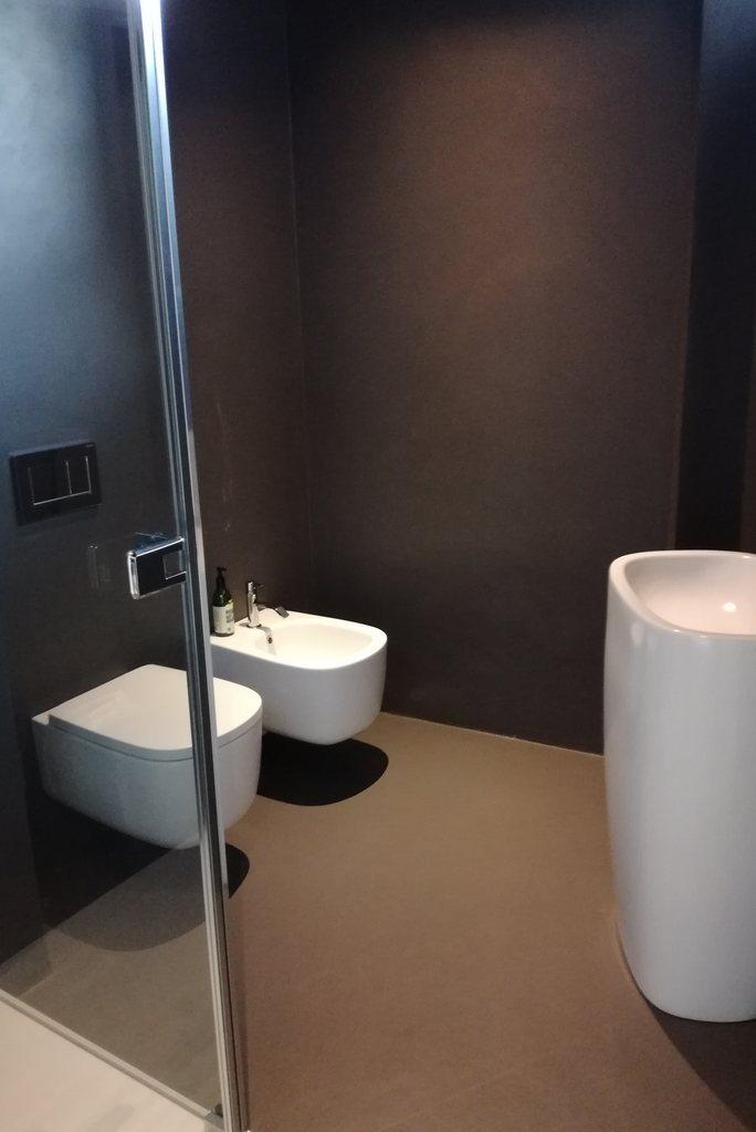 Progetti realizzati installazioni e posa di pavimenti rivestimenti parquet resine chelli - Rivestimenti bagno resina ...